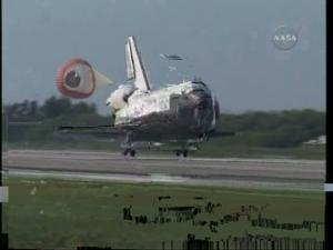 [STS-131] Discovery : Retour sur terre  20/04/2010 - Page 11 Mini_413893vlcsnap_00032