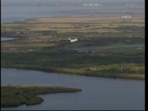 [STS-131] Discovery : Retour sur terre  20/04/2010 - Page 11 Mini_970497vlcsnap_00024