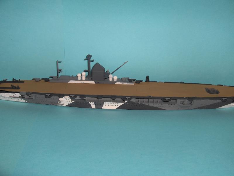 DKM Graf Zeppelin [revell 1/720] 17152HPIM1098