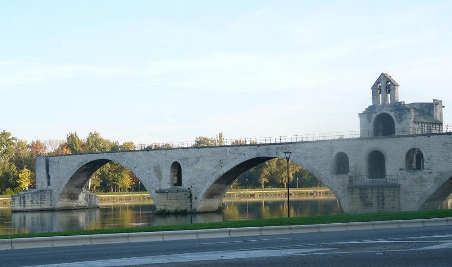 AVIGNON :TGV ,DEMOISELLES ET PONTS PRESENTS MAIS ARLES RESTE MUET CE SOIR - Page 5 523980P1020292