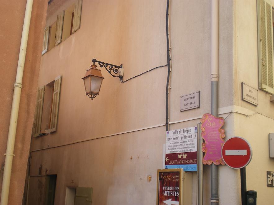 MEME LES ROMAINS SE SONT ARRETES A FREJUS ..ALORS LES PARISIENS !!! 935192IMGP7047