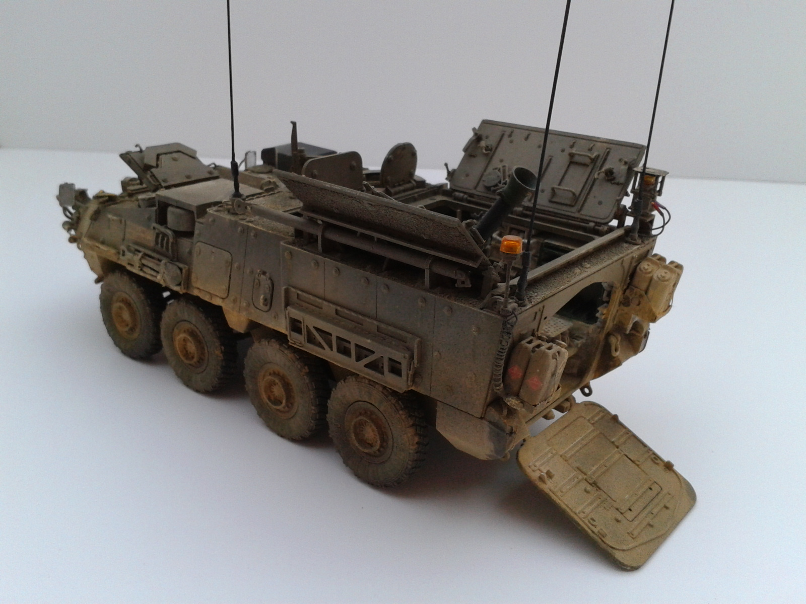 Stryker M1129 Mortar Carrier MC-B ...Montage terminé !!!! - Page 2 Yxlo