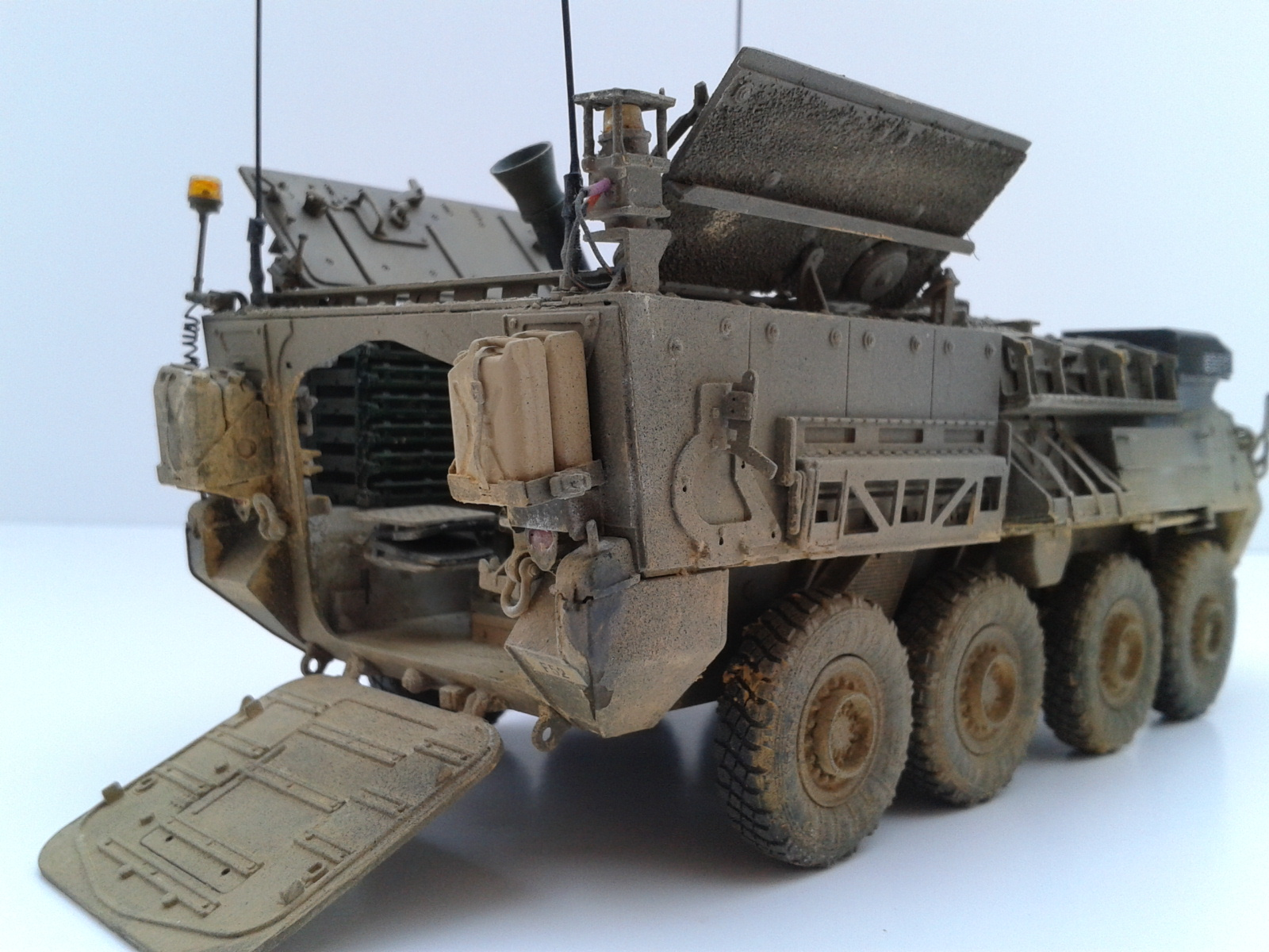 Stryker M1129 Mortar Carrier MC-B ...Montage terminé !!!! - Page 2 Ecqh
