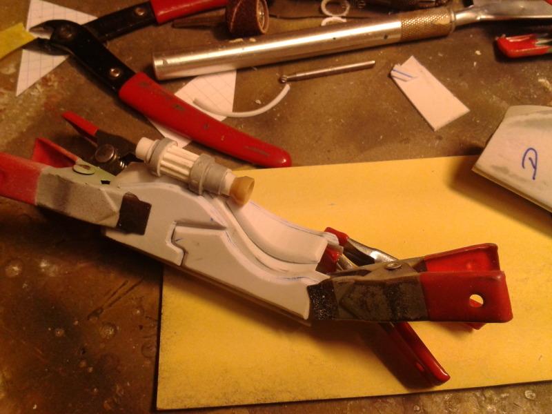 Full Scratch Robot de combat de type Gundam ....... up du 08/01/15... LeuDuw