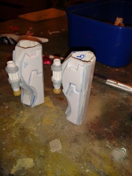 Full Scratch Robot de combat de type Gundam ....... up du 08/01/15... JhouOU