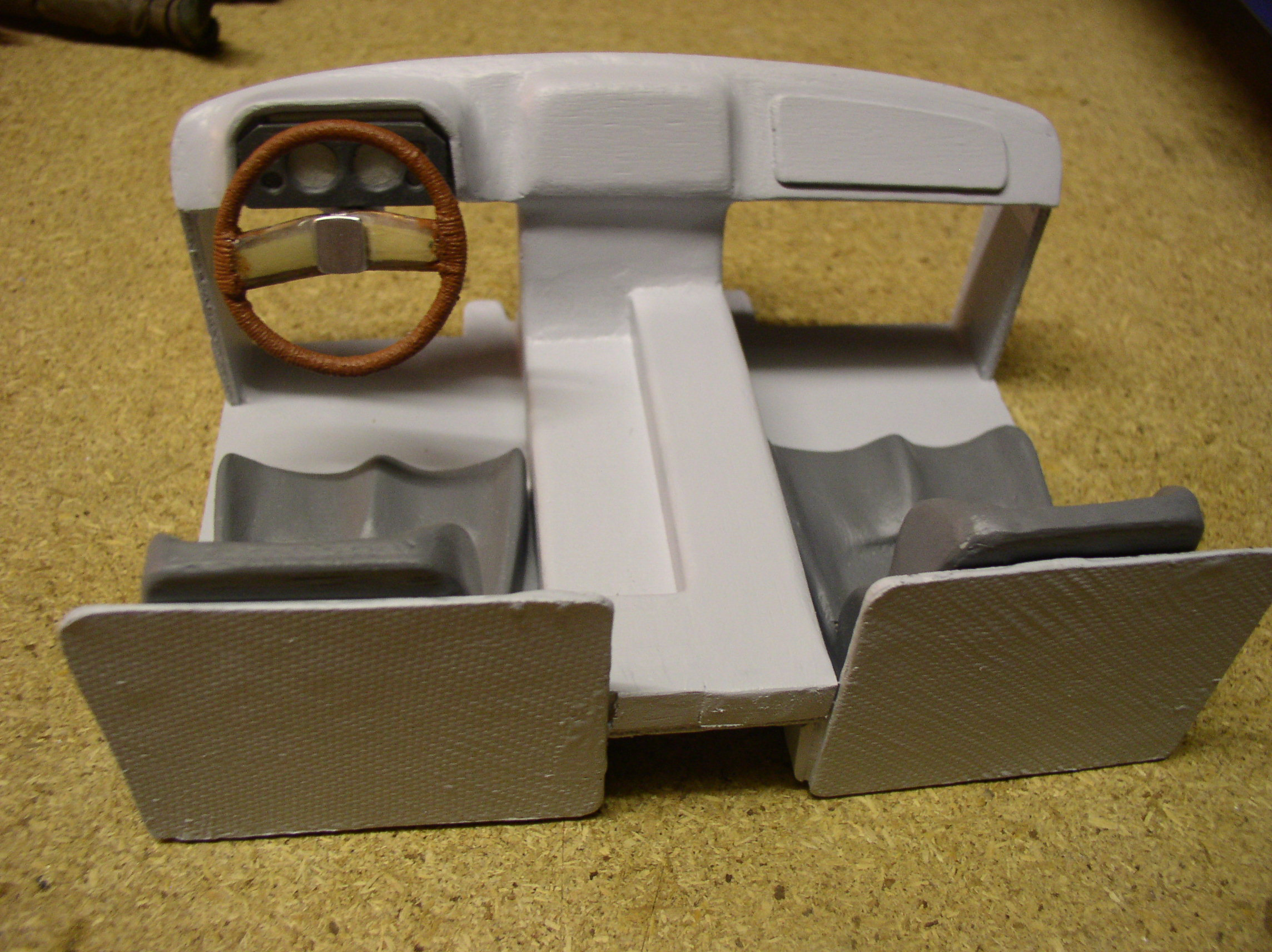 """[ SCX10 Axial ] CHEVROLET K5 Pick-up, benne rallongée.""""TERMINE"""" - Page 5 Int1z"""