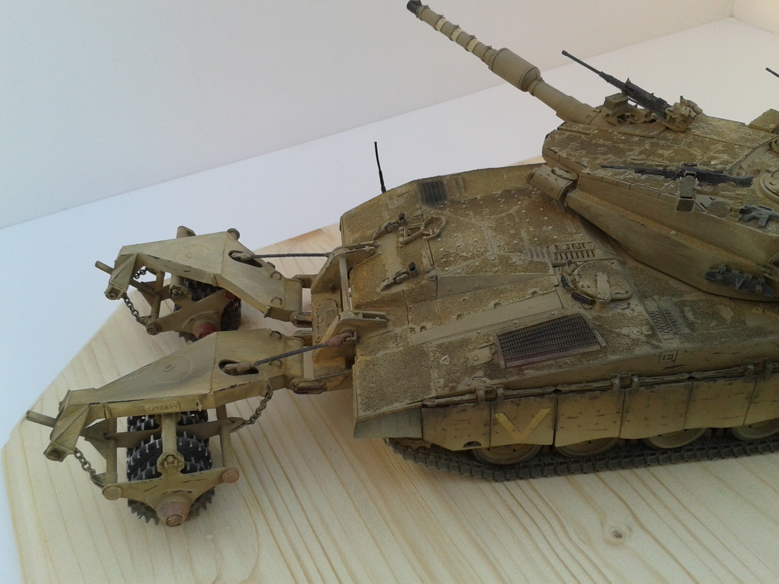 Merkava Mk.3 BAZ w/Nochri Dallet Mine Roller System Meng 1/35....Terminé !!!!! Exh2