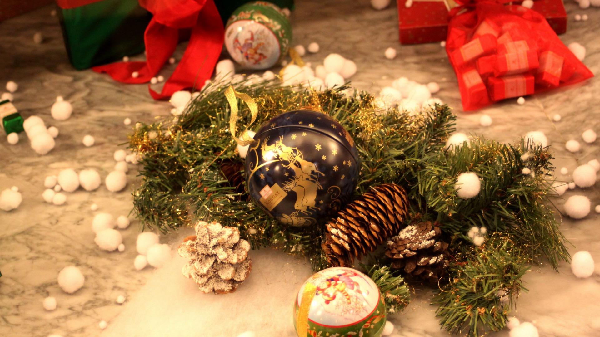 Bộ Sưu Tập Ảnh Giáng Sinh - Page 3 Christmasballs16