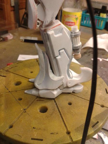 Full Scratch Robot de combat de type Gundam ....... up du 08/01/15... XedxJu