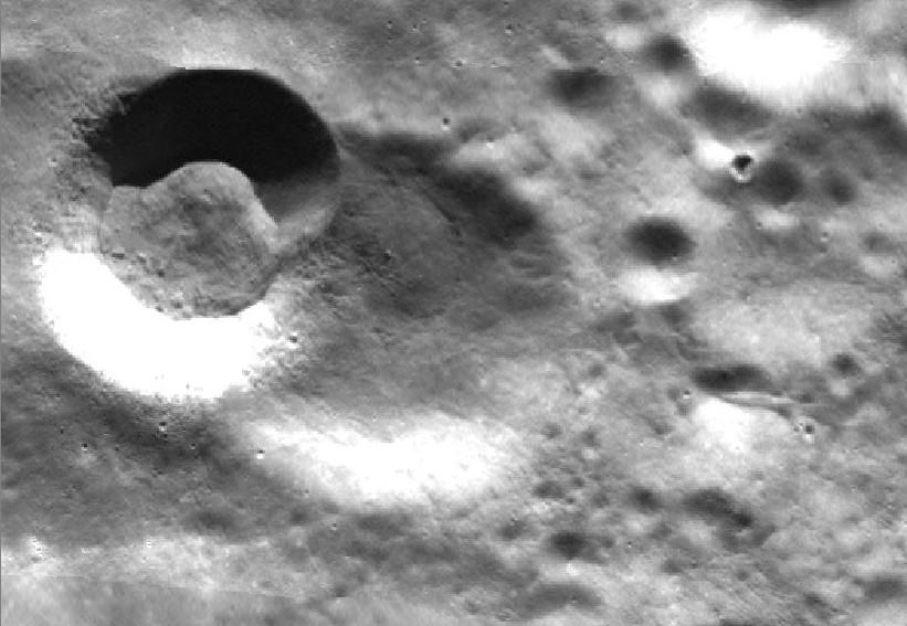 Des ovnis sur la Lune ? Z3S7G7