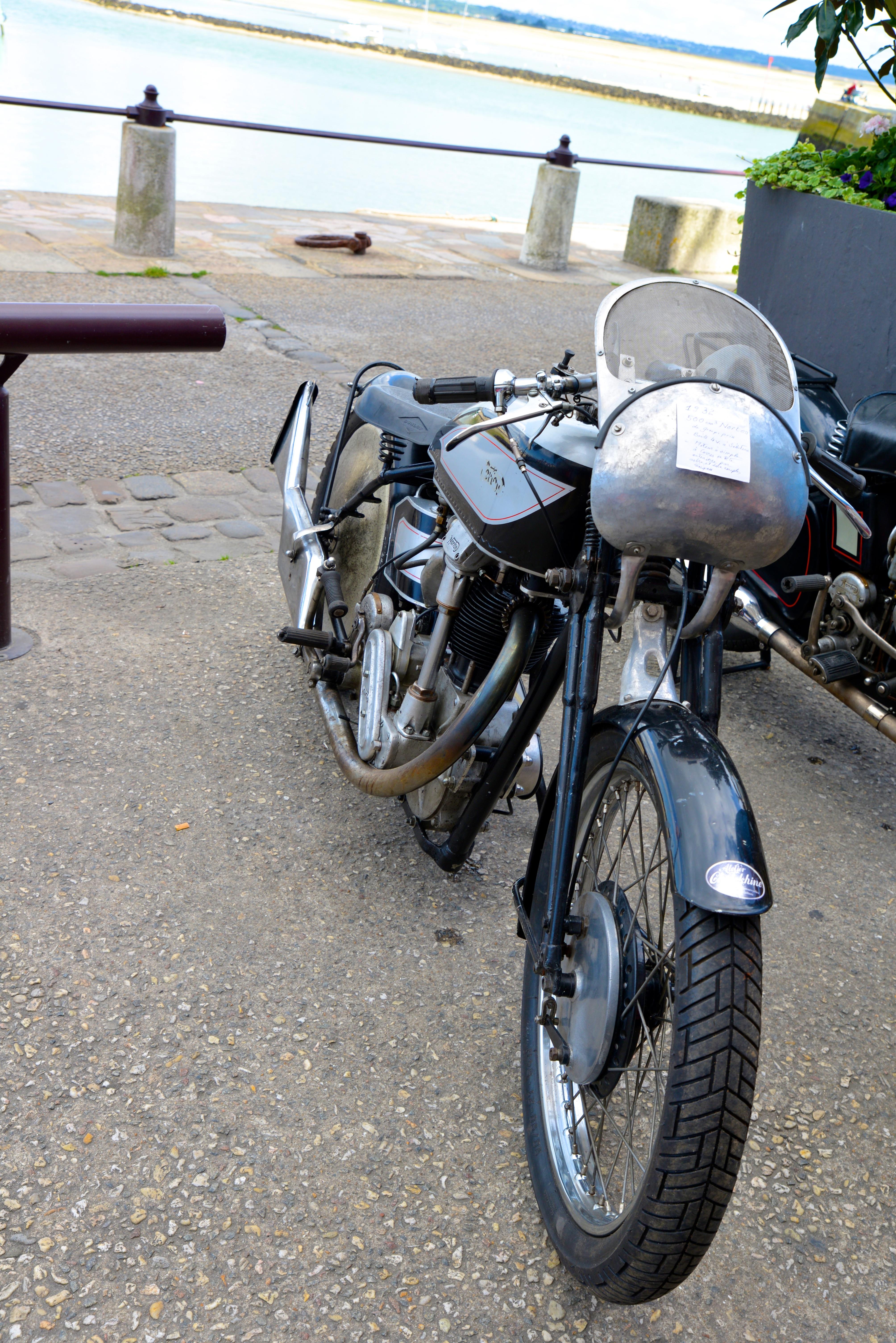 Ducati n'a pas toujours fait des belles motos rouges !!! SpozJH