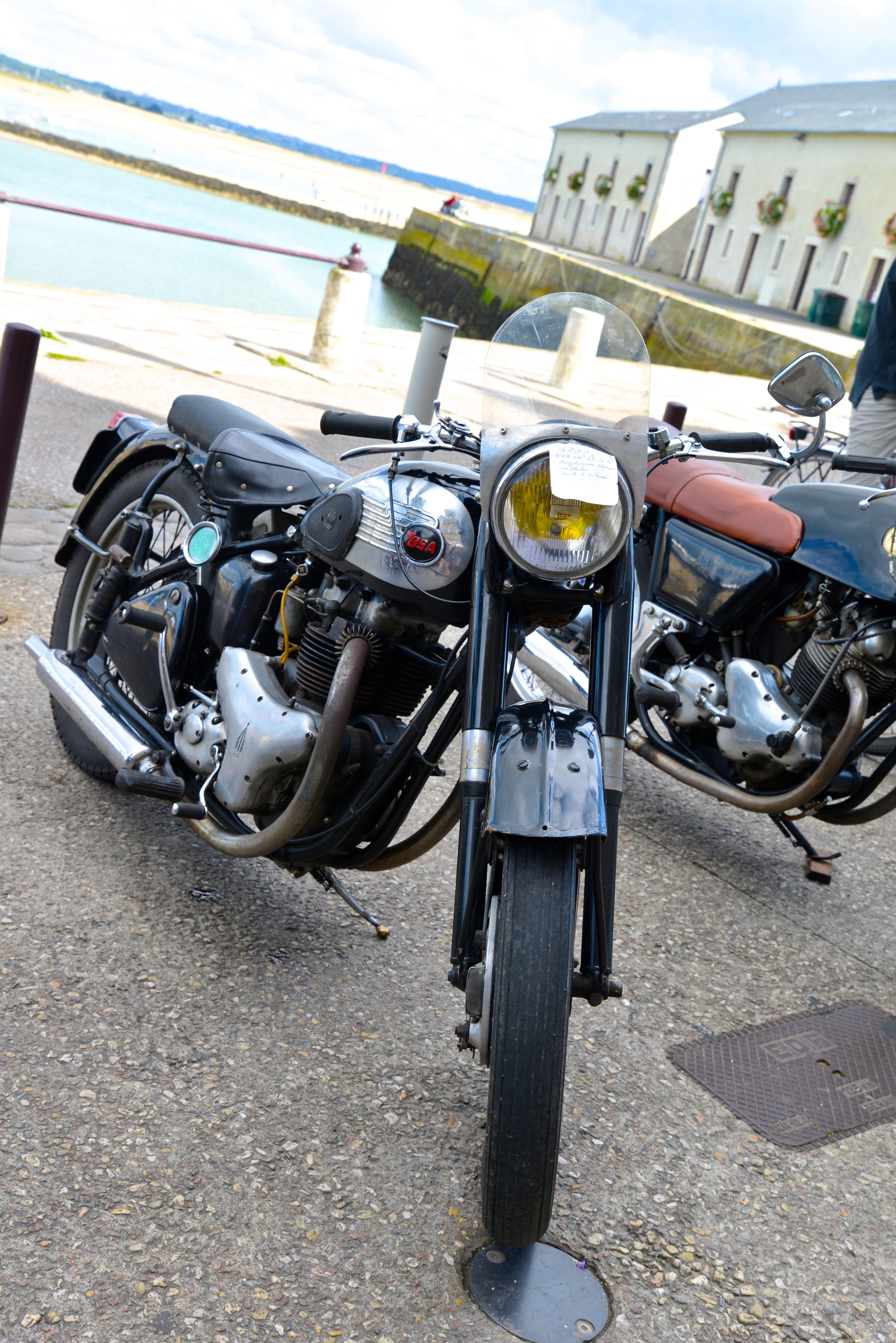Ducati n'a pas toujours fait des belles motos rouges !!! YBe55K