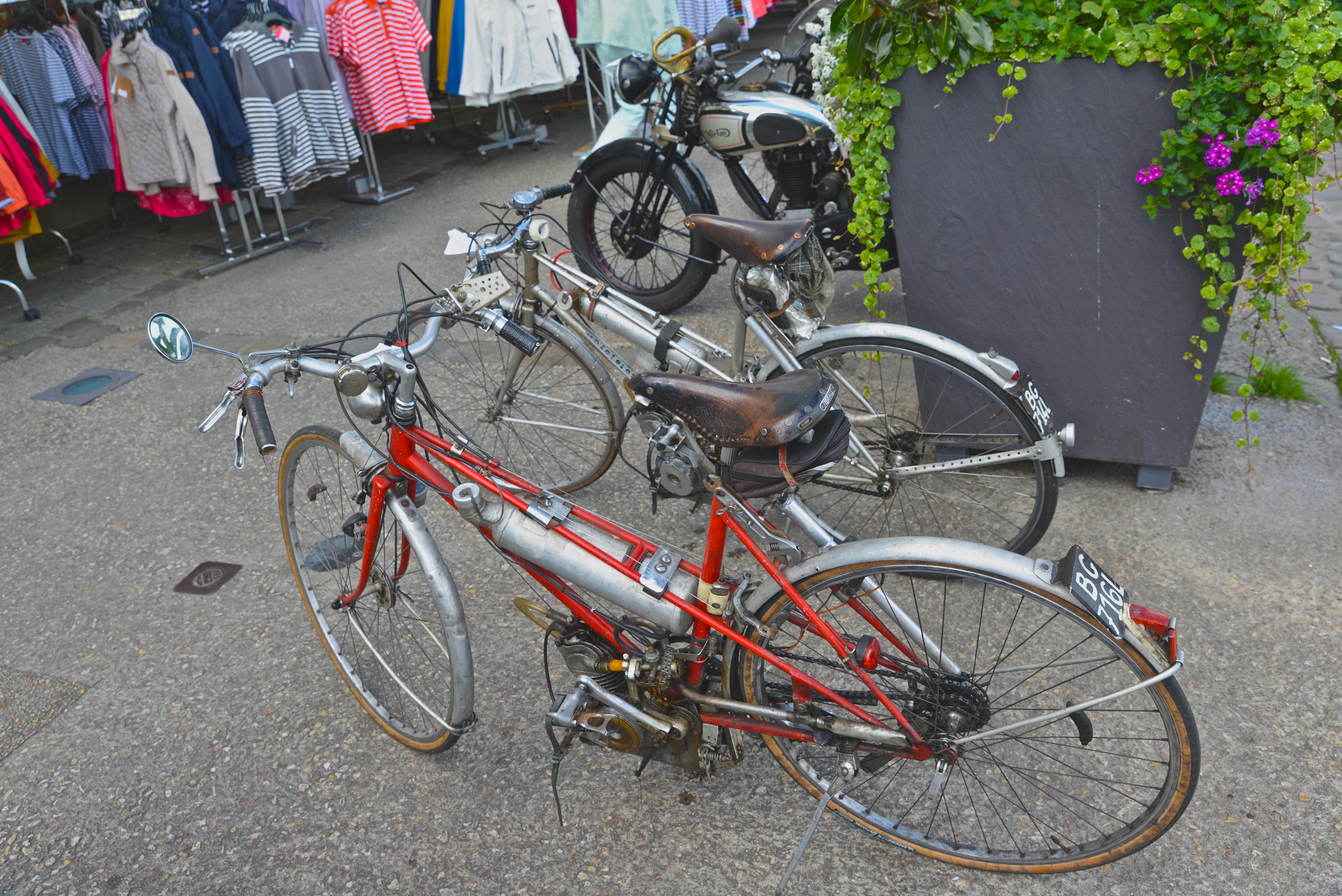 Ducati n'a pas toujours fait des belles motos rouges !!! 7bJnIU