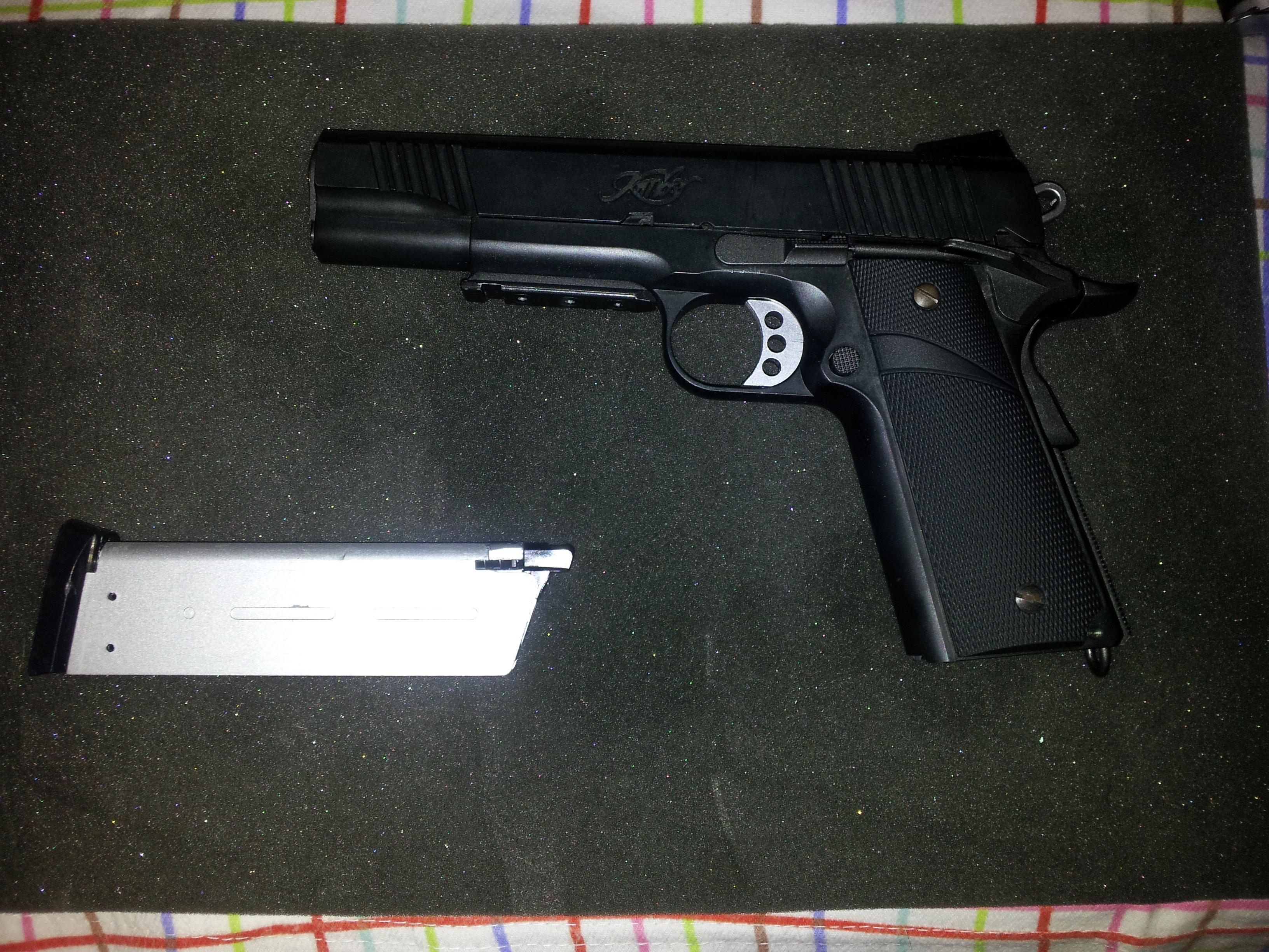 ARCOONTE vende pistolas! 20121202185431