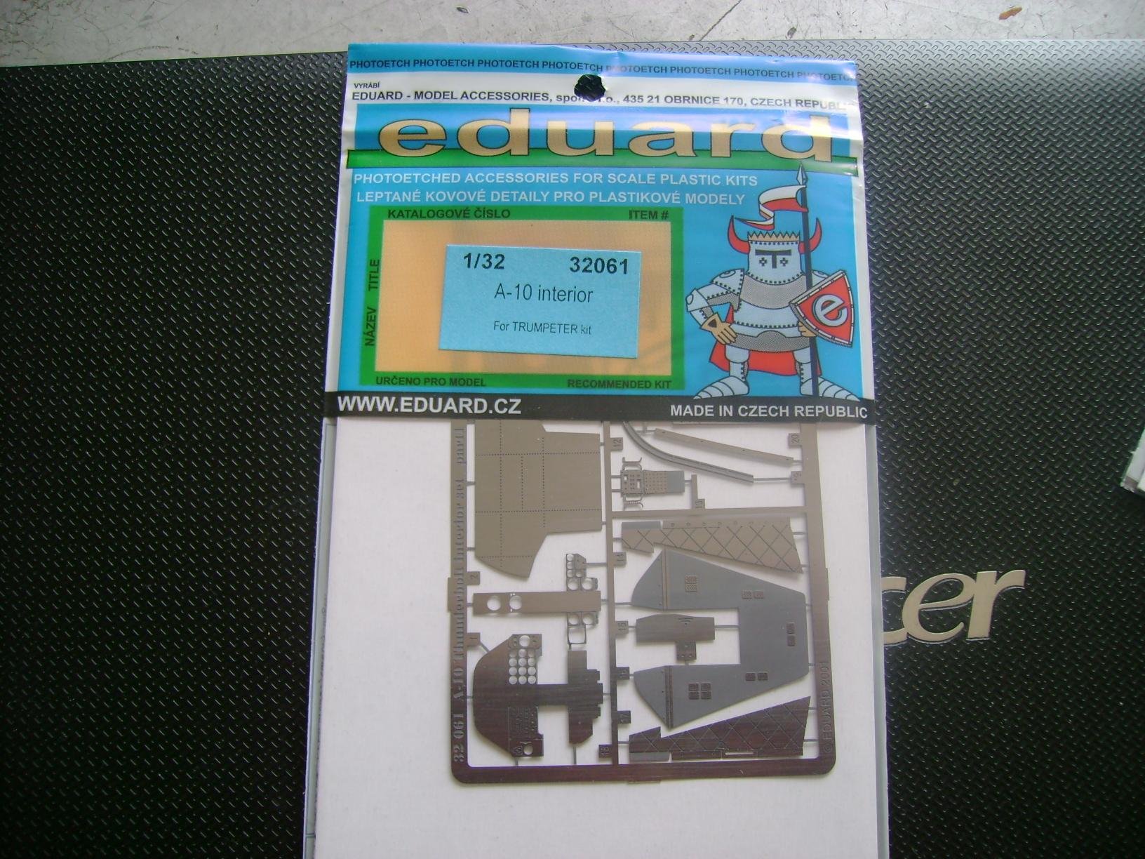 A-10 Thunderbolt II...1/32 Trumpeter + PE Edouard....( T-Bird) Up 02/12.... Dsc02223p