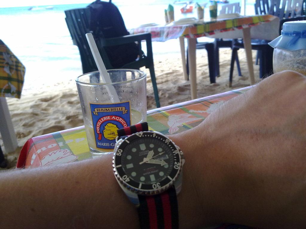 De retour de Guadeloupe, j'ai vu plein de belles choses, même des montres... 16112010821