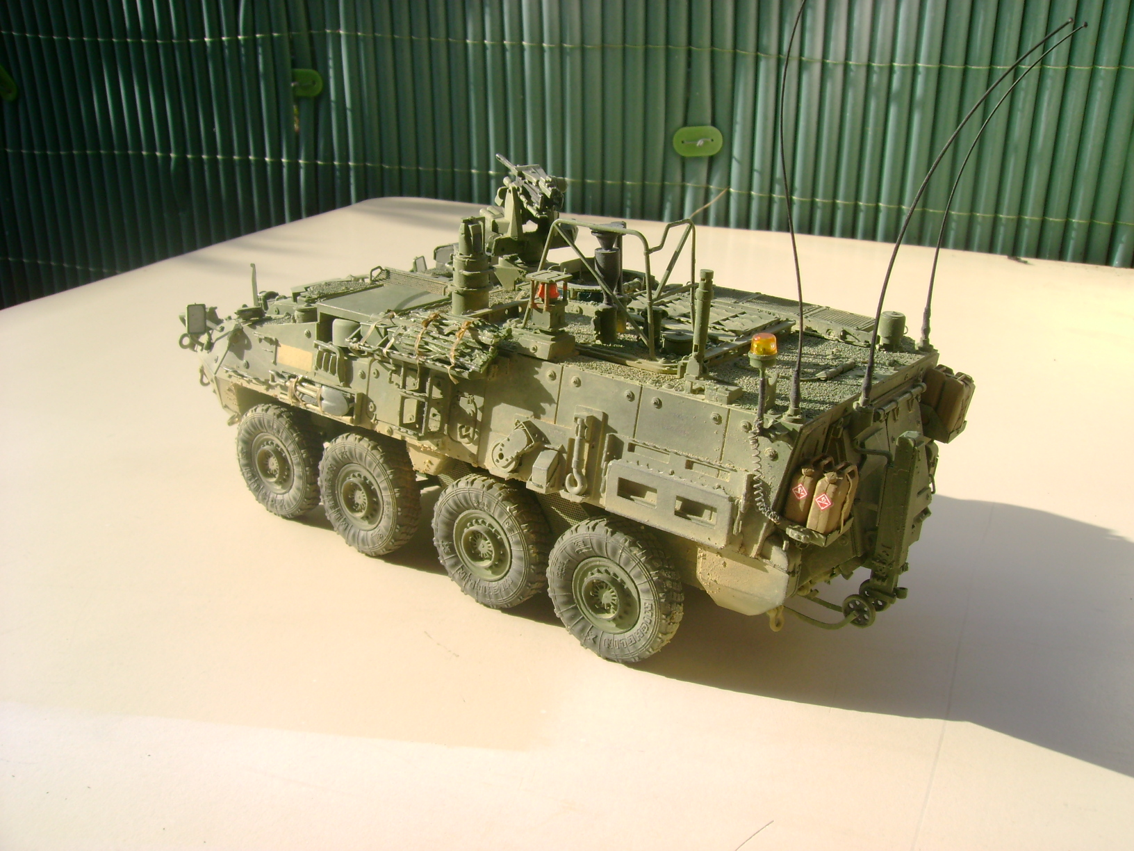 M1135 Stryker NBC RV 1/35 Trumpeter.... Terminé.... - Page 2 Dsc01483zlr
