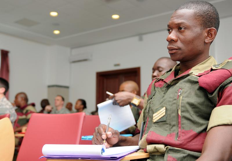 Armée du Gabon - Page 2 6815444630a178621161b