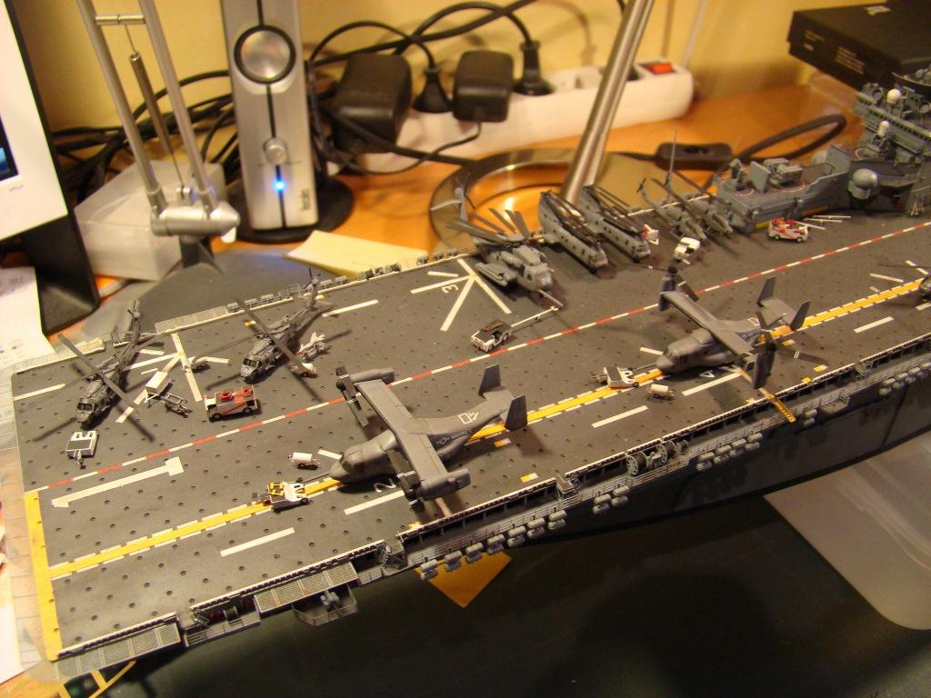 USS WASP LHD-1 au 1/350ème par nova73 - Page 7 Dsc09117n