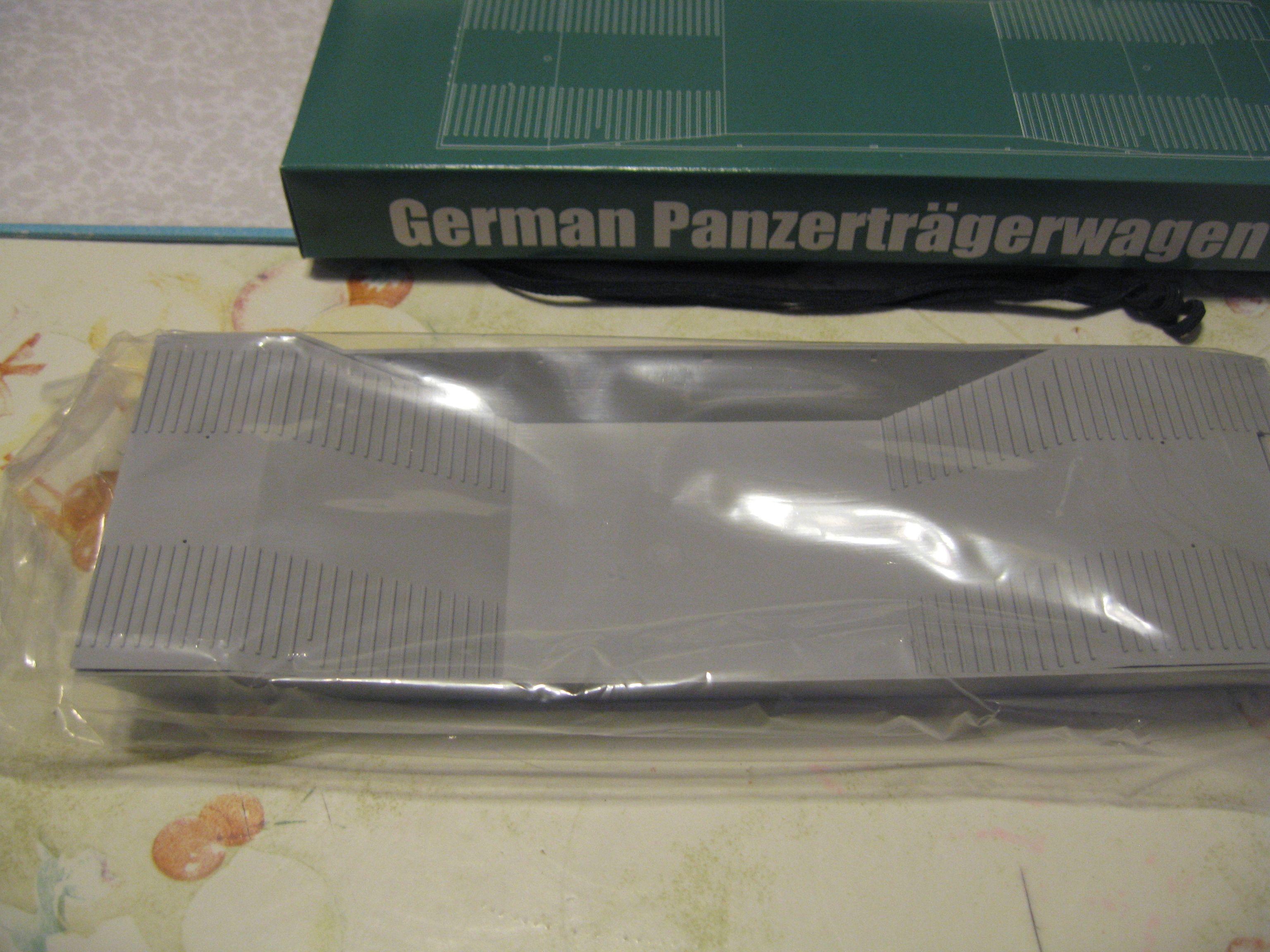 Review kit German Panzertragerwagen . 1/35 Trumpeter Img3701uu