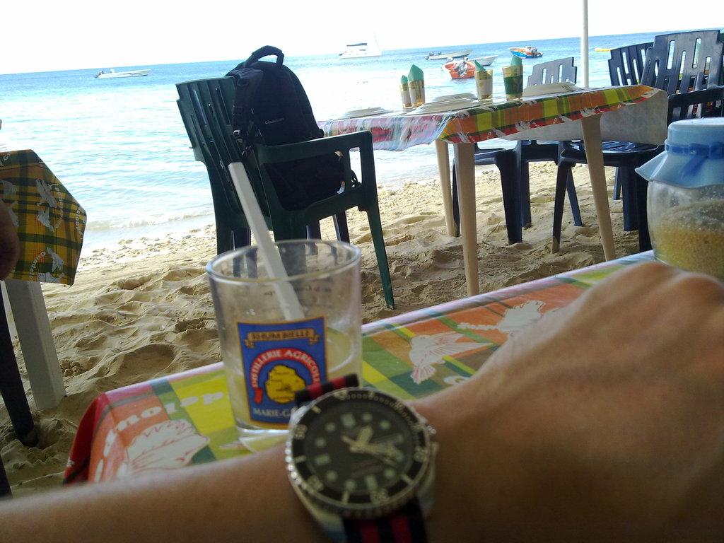 De retour de Guadeloupe, j'ai vu plein de belles choses, même des montres... 16112010822