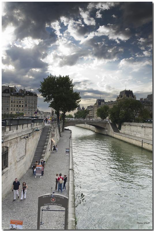 A Paris au mois d'août.  - Page 10 Jp115611024