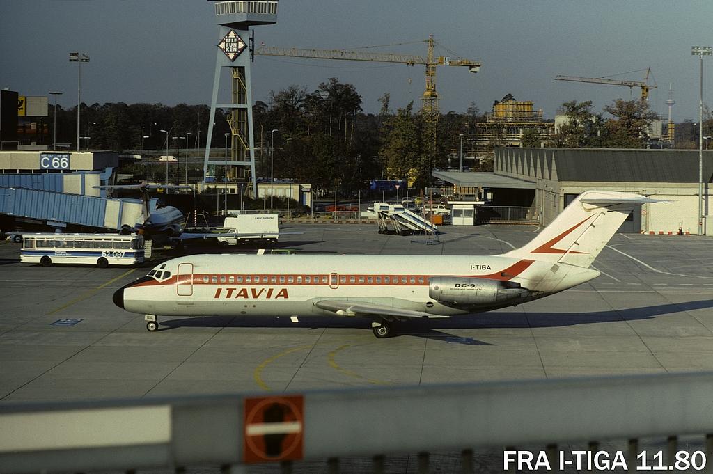 DC-9 in FRA - Page 2 11fraitiga