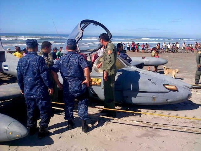 Forces armees du Salvador/Armed Forces of El Salvador 63771548045811902429157