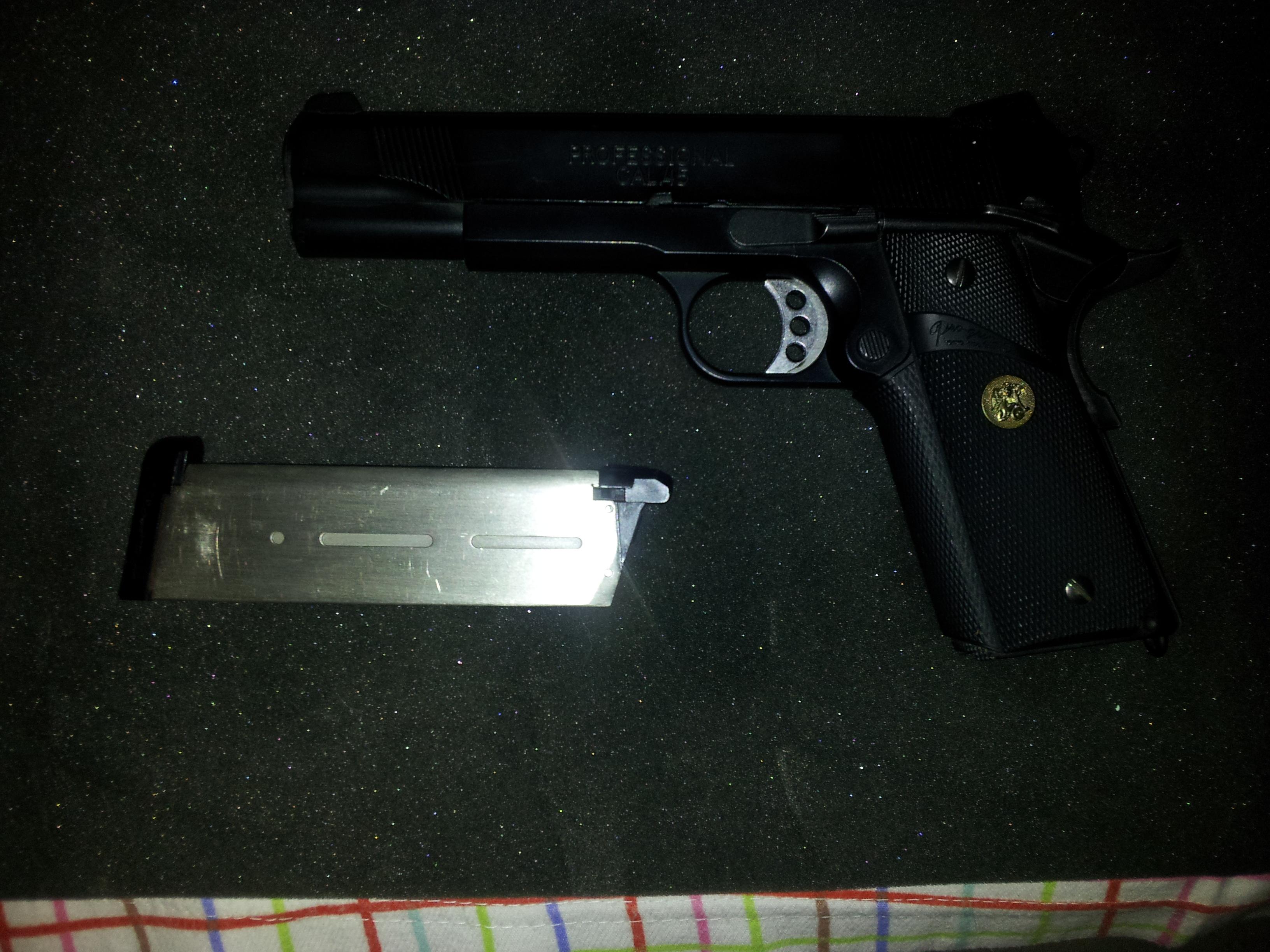 ARCOONTE vende pistolas! 20121202185552