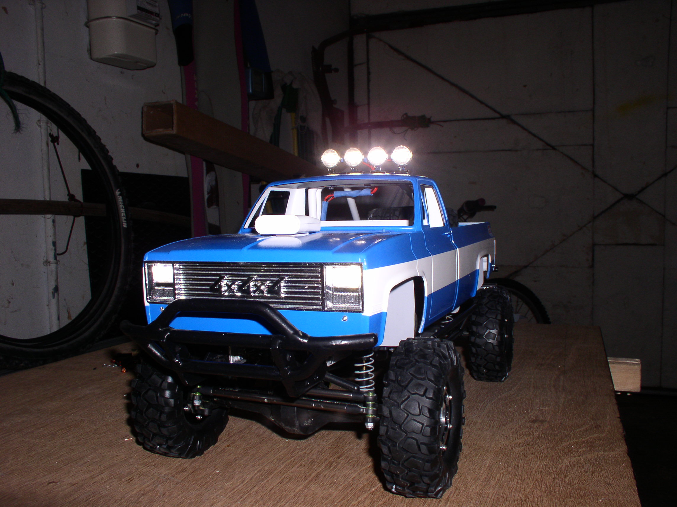 """[ SCX10 Axial ] CHEVROLET K5 Pick-up, benne rallongée.""""TERMINE"""" - Page 3 01083y"""