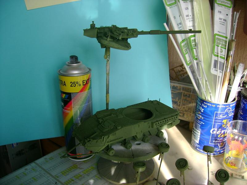 Stryker M1128 MGS ( Montage en cours ) Thunderbird Dsc00591v