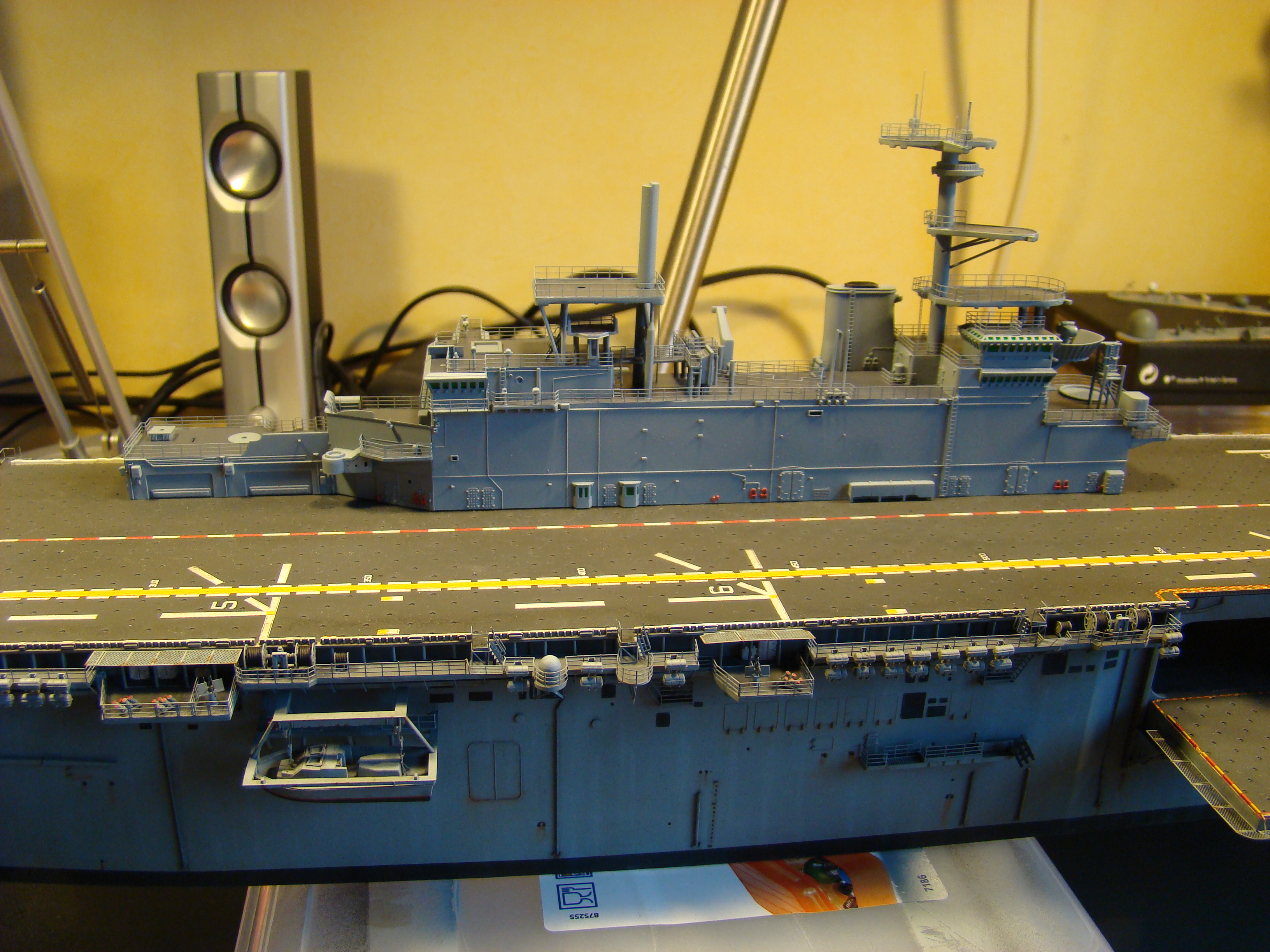 USS WASP LHD-1 au 1/350ème par nova73 - Page 7 Dsc09109i