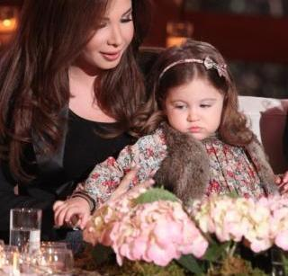 صور الفنانة الرائعة نانسى عجرم مع ابنتها الثانية جديد 38087459