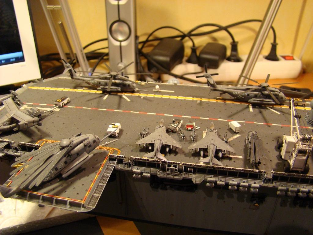 USS WASP LHD-1 au 1/350ème par nova73 - Page 7 Dsc09125yp