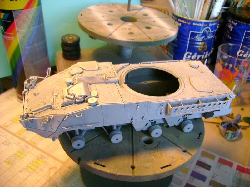 Stryker M1128 MGS ( Montage en cours ) Thunderbird Dsc00587ks
