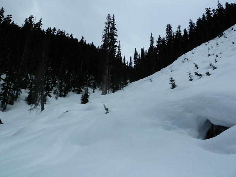 Fin de temporada de esquí en una cabaña perdida en las Rocosas Canadienses 1kc3