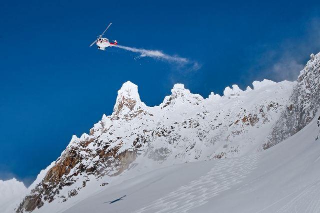 Fin de temporada de esquí en una cabaña perdida en las Rocosas Canadienses 3axh