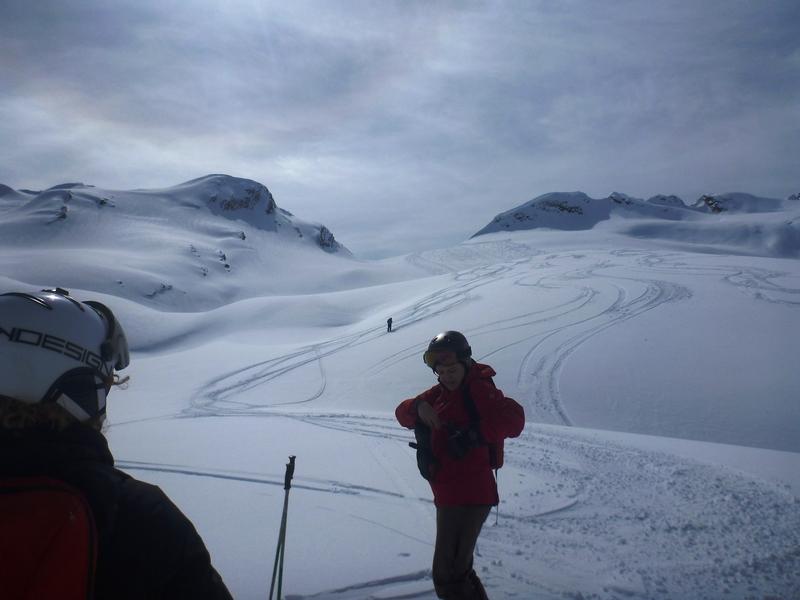 Fin de temporada de esquí en una cabaña perdida en las Rocosas Canadienses Hwzqm
