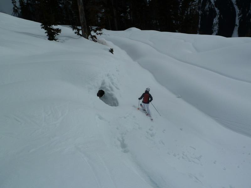 Fin de temporada de esquí en una cabaña perdida en las Rocosas Canadienses Ypp8