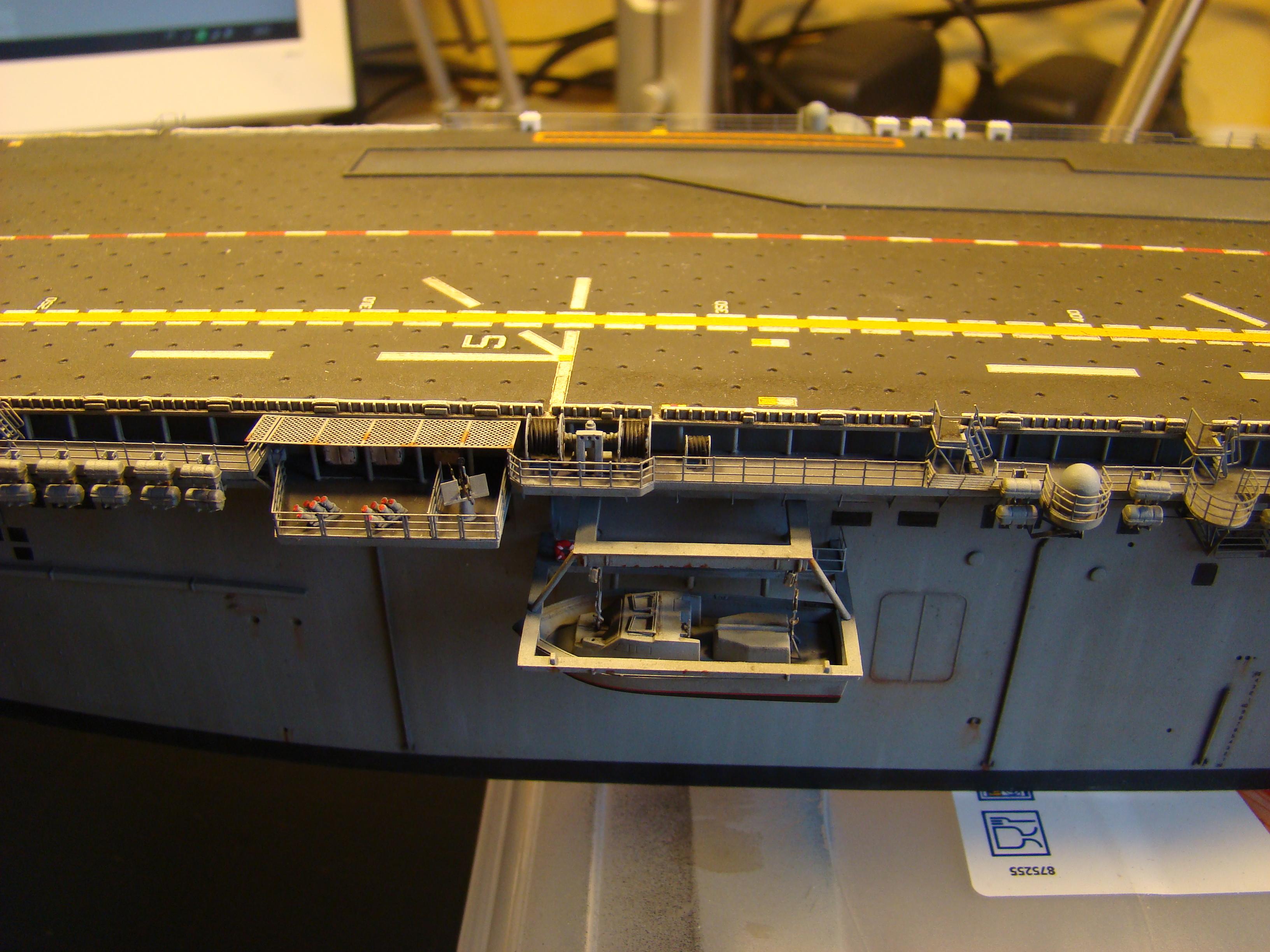 USS WASP LHD-1 au 1/350ème par nova73 - Page 7 Dsc09105n