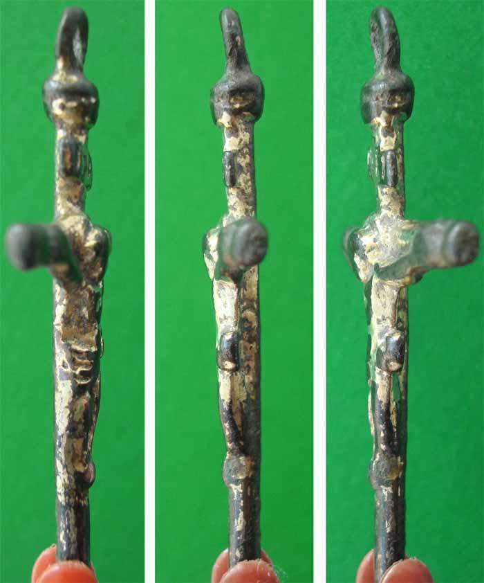 Crucifijo cilíndrico sobredorado S-XVII – CC-043 - [Pec019/S-XVII]* Cc043d