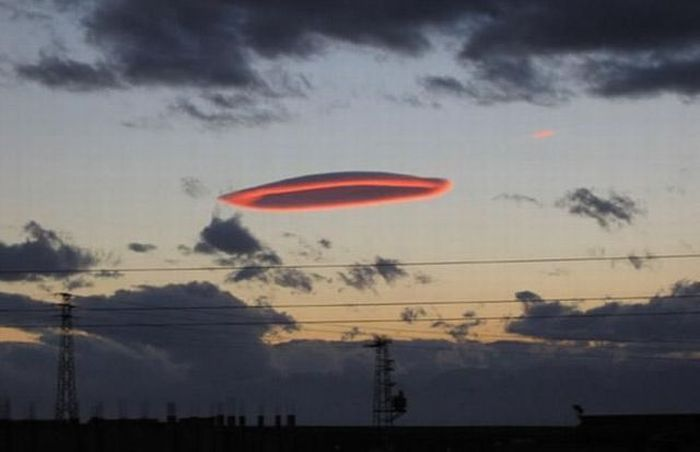 nuages lenticulaires ! - Page 3 Lenticularcloud