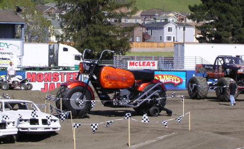 دراجة نارية عملاقة توازي بحجمها حجم الشاحنات Bike3y