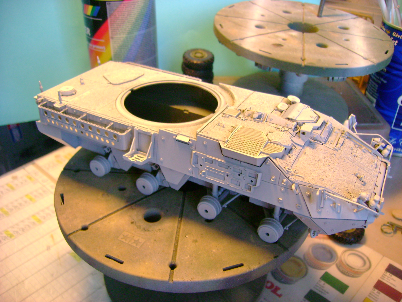 Stryker M1128 MGS ( Montage en cours ) Thunderbird Dsc00588g