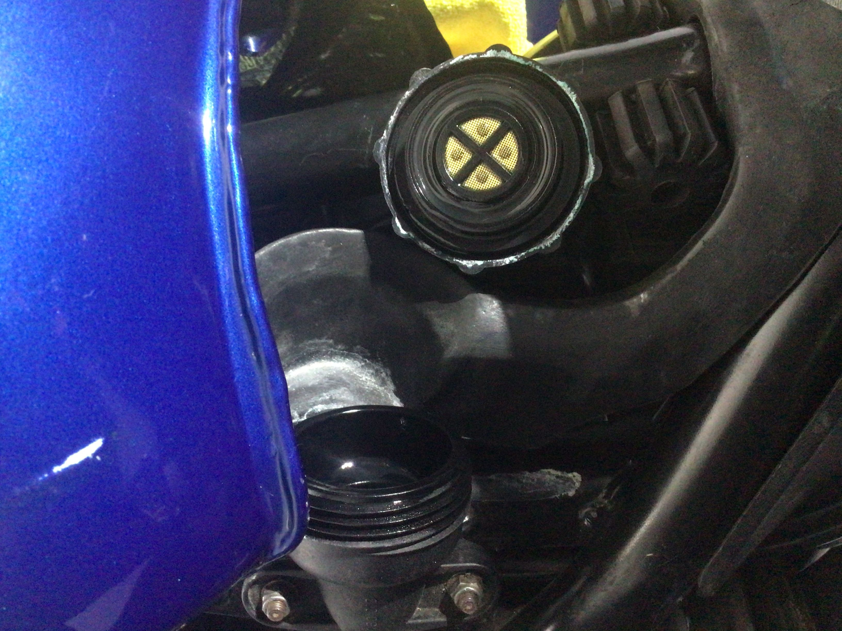 1985 K100RS coolant leaking from under filler neck cap. MWUrcL