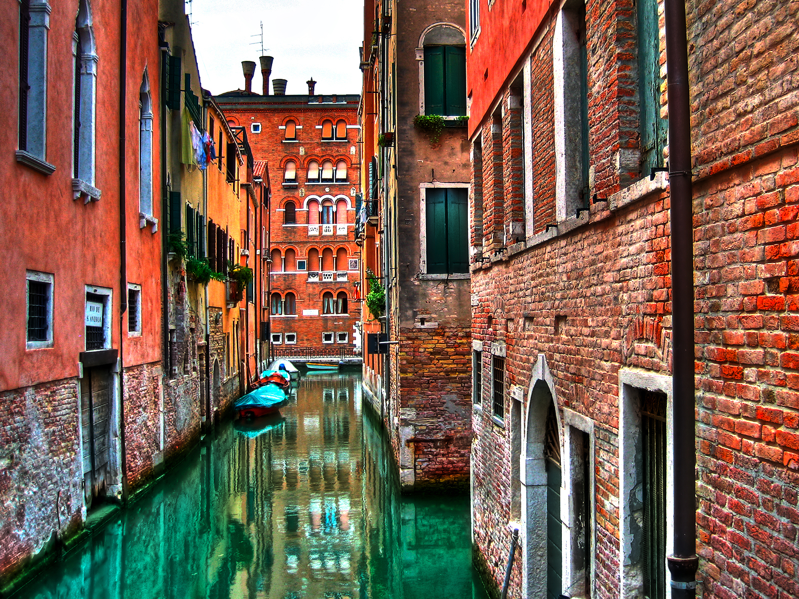 Amazing Cityscape Wallpapers 19venetianroads1600x120