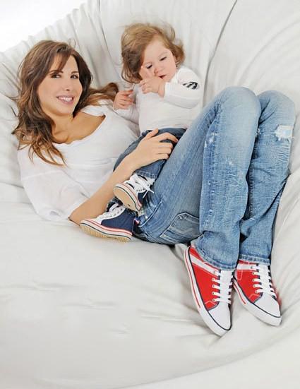 صور الفنانة الرائعة نانسى عجرم مع ابنتها الثانية جديد 28289647