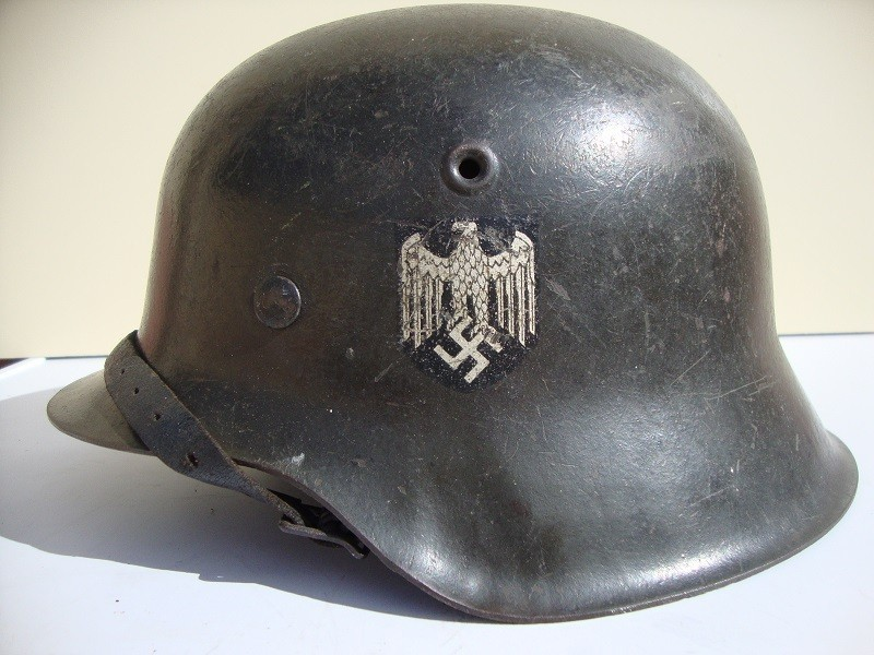 Casque allemand modèle 42 avec insigne Rl4try