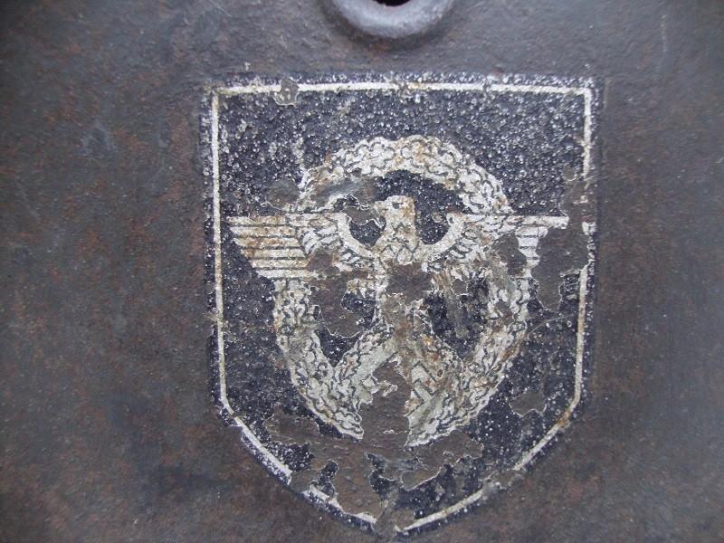 Casque allemand modèle 42  Polizei DD Jus de grenier intouché Apmsbn