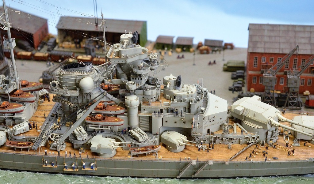 Grande grue 250 t port de Hambourg et Bismarck au 1/350 - Page 17 3eztSB